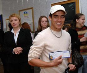 Чтобы осваивать русский, Жадсон получил читательский билет в студенческой библиотеке.