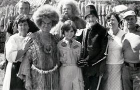 Вакуленко (слева) работала над оригинальными костюмами в «Лиловом шаре».