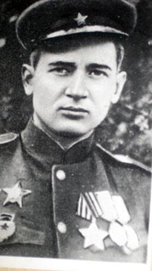 Олесь Гончар после возвращения с фронта. 1945 год.