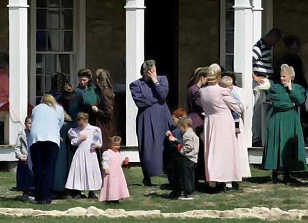 Сектанты практиковали полигамию. Фото: АП