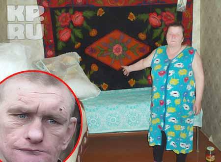 Юрий гостит у тети в деревне. Его мама, Нина Васильевна, показывает кровать сына. Фото: Наталья РОЖДЕСТВЕНСКАЯ + телекомпания