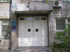 Двери днепропетровской больницы, за которые почему-то не пустили журналистов.