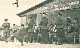 1943 год. Энвер Алиев исполняет танец горцев.