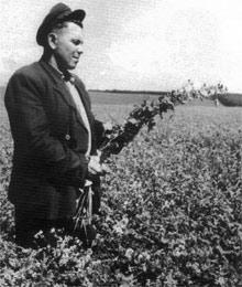 После войны молодой председатель колхоза Григорий Ткачук пахал на износ, чтобы село расцвело.