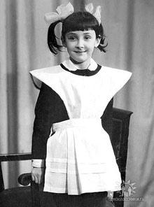 В анкете Лолита без комплексов выложила свои детские фото.