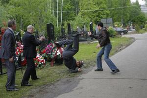 Многие трюки в сериале Бероев (на фото справа) выполнял сам.