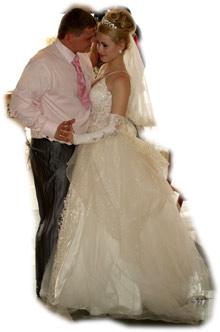Свадьба продолжается - Дима как может утешает свою жену.