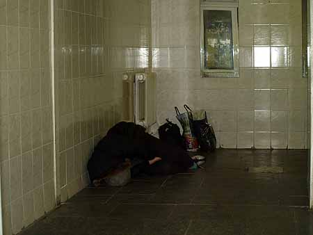 В туалете на «Арсенальной» бомжи не редкость.