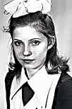В школе Юля была отличницей и активисткой.