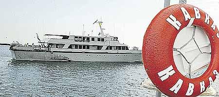 Яхта «Кавказ» базируется в Сочи. Построена в 1980-х годах, во время президентства Путина была реконструирована и модернизирована, заменена вся «начинка». На борту есть кинозал, обеденный зал, две палубы.