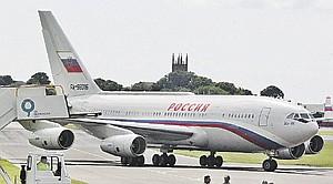Президент летает на Ил-96. На борту есть все необходимое и для работы, и для отдыха.