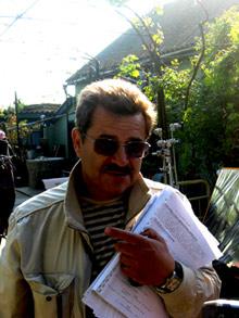 Режиссер картины Владимир Дмитриевский в знак любви к родному краю надел тельняшку.