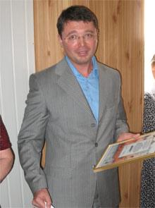 Игорь Лащенко подарил книжную коллекцию средней школе села Мануиловка.