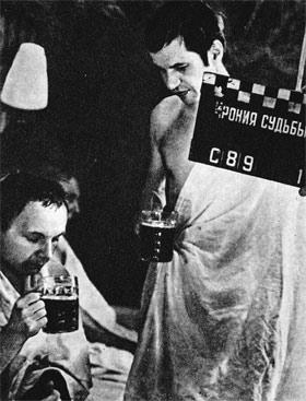 «Еще дубль!» - требовали Мягков и Бурков на съемках знаменитой сцены в бане - тайком от режиссера они пили настоящую, а не бутафорскую водку, отмечая день рождения приятеля.