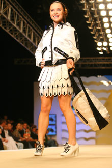 Лилия Подкопаева поработала моделью у Оксаны Форбаток.