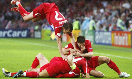 Турки торжествуют - они в четвертьфинале!