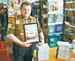 Игорь ЛОШИТЕЙСКИЙ: - У нас более 30 тысяч томов, но все это - запасы советских времен. Книги быстро изнашиваются.