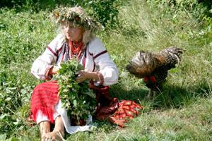 Вышиванки и венки - главные атрибуты праздника.