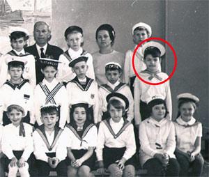 1970 год. Второй класс. Женя - октябренок (средний ряд, крайний справа).