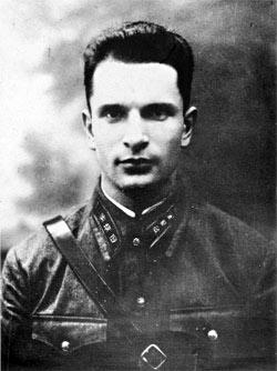 В 1940 году Александр Святогоров только надел форму чекиста.