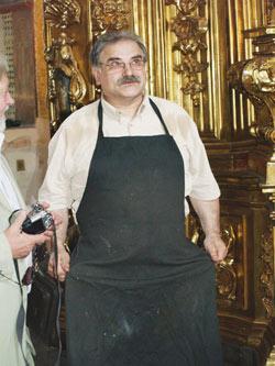 Польский реставратор Марек Баранский продолжает работу над Царскими вратами.