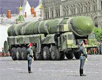 Когда мобильные «Тополя» 9 Мая прошлись по Красной площади, американцы заворчали: «Россия бряцает оружием»...