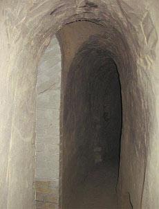 В этих пещерах жил отщельник-ясновидец.