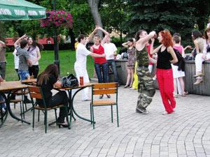 Часто по вечерам устраивают соревнования на лучших танцоров сальсы.
