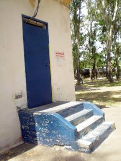 Единственный медпункт на Монастырском острове закрыт.