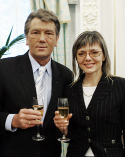 Виктор Ющенко присвоил Евгении звание заслуженного работника культуры.