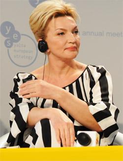 Раиса Васильевна демонстрировала мужчинам модные платья.