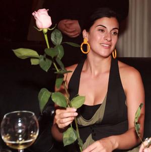 В ночь перед концертом Нелли расслаблялась в столичном клубе.