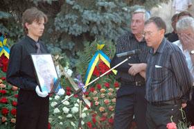 Экс-тренер «Черноморца» Семен Альтман (справа), работающий ныне в родном городе Евгеньевича - Мариуполе, пришел проститься с коллегой.