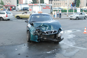 Это такси и стало виновником ДТП.