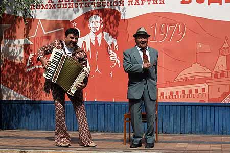 Лев Дуров (на фото справа) называет пионерские лагеря единственной заслугой советской власти.