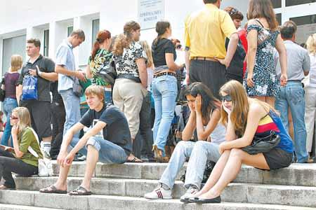 Свою судьбу абитуриенты узнают с 5 по 15 августа - в эти дни вузы проводят зачисление студентов.