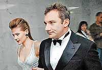 Николай и Мария считались в актерском мире образцовой супружеской парой... Теперь у каждого своя жизнь.