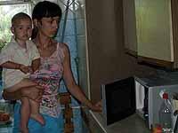 Людмила, жительница дома на Нивках, показала нам свою «пострадавшую» микроволновку.
