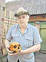 Леонид Бурда своего ископаемого «сторожа» в доме не держит, прячет от семьи в гараже.