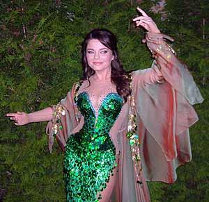 Королева все-таки приехала на творческий вечер Игоря Николаева и спела «Дельфина и русалку».