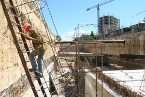 Строители еще надеются получить зарплату за июнь.