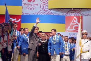 Благословить украинцев на победы пришел Виктор Ющенко.