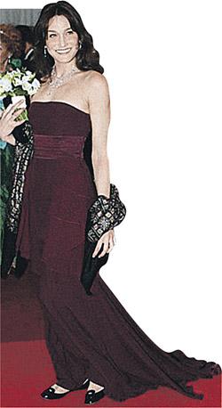 Карла Бруни стала иконой стиля.