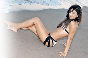 Даже на пляже Лорак выглядела как настоящая дива.