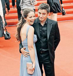 Актер Иван Стебунов увез любимую Марину на Кубу.