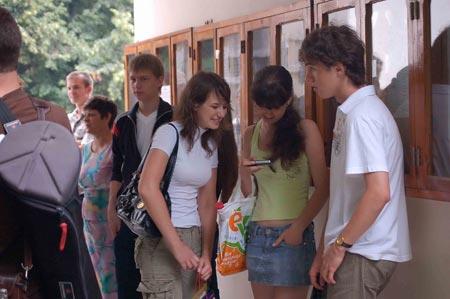 18 июля. Июль стал самым жарким месяцем для абитуриентов. И не только потому, что на градусниках зашкаливал ртутный столбик - молодых людей зачисляли в вузы по новым правилам.