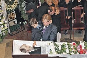 Внук Солженицына, тронув дедушку, спросил: - А ему уже не больно?