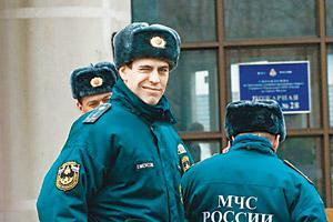 Дюжев теперь мужественный пожарный.