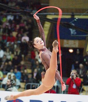 Анна Бессонова, 24 года. Украина. Бронзовый призер Олимпиады-2004 по художественной гимнастике, абсолютная чемпионка мира.