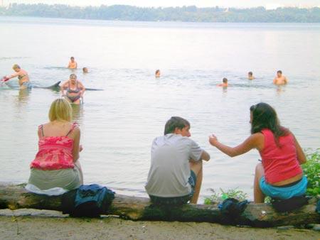 - И как здесь люди купаются?